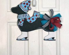 """Your individual door hanger Sure, the classic is needless to say the door pendant, where on leading """"do not disturb"""" and on the rear """"in"""" stands. Custom Door Hangers, Wooden Door Hangers, Door Hanger Printing, Brown Dog, Brown Dachshund, Dachshund Dog, Classic Doors, Christmas Door, Pendant Design"""