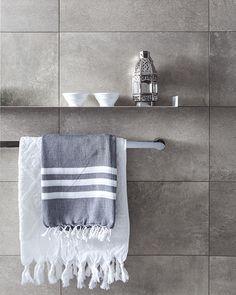 Pas diverse materialen toe in uw badkamer en creëer en geheel eigen karakter in uw badkamer.