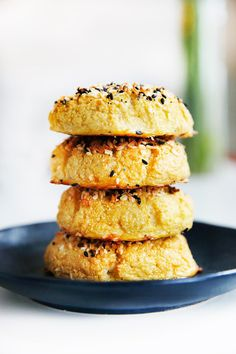 """Growing up in New York, the """"everything"""" bagel: Pretty good.didn't satisfy my bagel craving but still tasty Whole 30 Breakfast, Low Carb Breakfast, Breakfast Recipes, Breakfast Ideas, Breakfast Cereal, Breakfast Cake, Desserts Keto, Delicious Desserts, Yummy Food"""