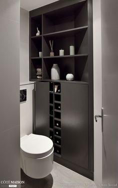 des toilettes design qui mettent en valeur les objets de dco