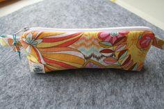 Etui à lunettes tissu fleurs , à stylos, clés USB zippé , molletonné et doublé rose : Etuis, mini sacs par belleanna
