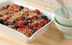 Raw Berry Crisp Recipe: Raw Berry Crisp Recipe is an astounding dessert full with the freshness of berries, crispiness of nuts and healthiness of fruits. Raw Desserts, Healthy Desserts, Raw Food Recipes, Delicious Desserts, Cooking Recipes, Healthy Recipes, Paleo Food, Summer Desserts, Healthy Options