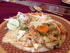 Pad Thai, Thai House, Chile Chile, Thai House, Thai Thai, Dishes, Meat, Ethnic Recipes, Food, Ethnic Food, Restaurants