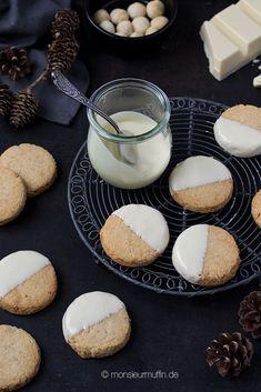 Macadamianusstaler mit gesalzenen Macadamianüssen und weißer Schokolade Nutella Cupcakes, Muesli Slice, Biscotti, Truffles, Crackers, Cheesecake, Chips, Sweets, Snacks