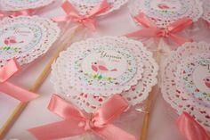 Pirulitos decorados com papel rendado doily para festa no tema passarinho!