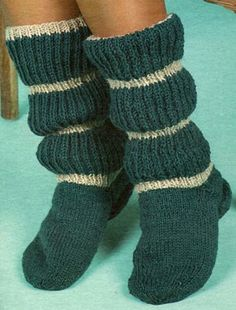 Зеленые гольфы в полоску Crochet Socks, Knitting Socks, Knit Crochet, Thick Socks, Knitwear Fashion, Wool Socks, Knee High Socks, Boot Cuffs, Knit Patterns