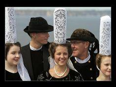 Bretons en costume - Finistère Bretagne