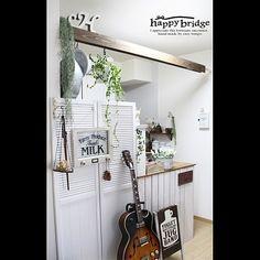 女性で、3LDKの楽器のある部屋/突っ張り棒/DIY/なんちゃって梁/カラーボックス リメイク/ルーバーパーテーション…などについてのインテリア実例を紹介。「DIYなんちゃって梁とDIYキッチンカウンター、引きで!」(この写真は 2014-01-09 00:21:31 に共有されました)