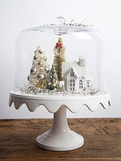 Outstanding Christmas Cake Stand Decor Ideas To Deck The Halls 05 Noel Christmas, Christmas Projects, Winter Christmas, Christmas Ornaments, Christmas Kitchen, Christmas Vignette, Christmas Quotes, Christmas Movies, Vintage Christmas Crafts