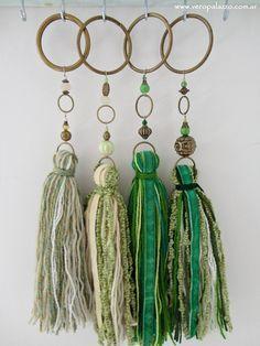 Lanas de otoño Tassel Jewelry, Fabric Jewelry, Saree Tassels Designs, Shabby Chic Hearts, Diy And Crafts, Arts And Crafts, Tassel Curtains, Fru Fru, Scrap Material
