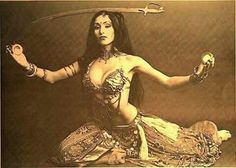 This is Sarita, recorded in the She was one of my teachers in 2000 & # 3 … – All Dance Costumes Tribal Fusion, Baile Jazz, Dance Oriental, Sword Dance, Fritz Lang, Gypsy Women, Tribal Belly Dance, Classic Actresses, Belly Dance Costumes