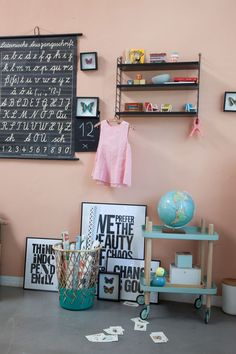 Creative Ideas for decorating a play corner in a kid's room - cosy reading space, teepee, table and chairs for drawing and arts and crafts, playmat. Old School Desks, Play Corner, Sit Back And Relax, Deco Design, Nursery Inspiration, Girl Room, Baby Room, Kids Decor, Contemporary Furniture