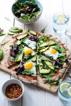 Flatbread breakfast pizza recipe - clean eating, healthy, gluten-free, yeast-free, quick to prepare pizza topped with spinach, egg and avocado. Great breakfast comfort food.