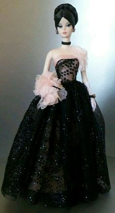 Barbie Dolls : Silkstone BArbie beautiful in black n pink evening gown Barbie Gowns, Barbie Dress, Barbie Clothes, Pink Evening Gowns, Manequin, Vintage Barbie Dolls, Barbie Collection, Barbie World, Beautiful Gowns
