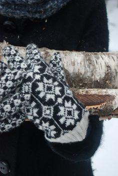 Estonian traditional gloves by UNDIIN on Etsy