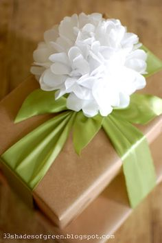 craft, tissu paper, gift wrapping, gift packaging, tissue paper flowers, bow, flower tutorial, shades of green, simple gifts