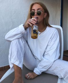 White on white casual outfit for summer Mode Outfits, Fashion Outfits, Fashion Tips, Hijab Fashion, Fashion Hacks, Fashion Dolls, Shotting Photo, Foto Casual, Cooler Look