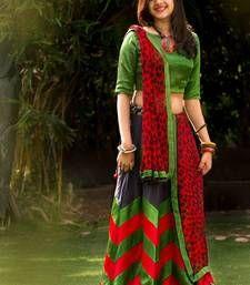 Trendy unseen Navratri Chaniya Choli Designs from Local stores - LooksGud. Half Saree Designs, Choli Designs, Lehenga Designs, Churidar Designs, New Lehenga Choli, Choli Dress, Green Lehenga, Ghagra Choli, Lehenga Blouse