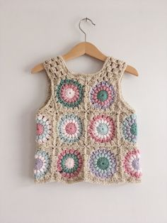 I just can't get enough of this waistcoat 💕❤💗 I mean just look at the back of it. I love love a good sunburst with the rose pink yarn, it's one of my most favourite of colours to crochet with, it never disappoints 🙌🏻🙌🏻🙌🏻 Crochet Waistcoat, Cardigan Au Crochet, Gilet Crochet, Crochet Jacket, Knit Crochet, Crochet Vests, Crochet Tops, Mode Crochet, Crochet Girls