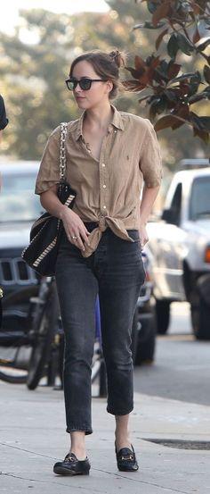 Camisa com nó na cintura, calça pretafa