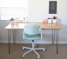 a vintage desk made with hilver table top from ikea and . - Home Decor -DIY - IKEA- Before After Ikea Desk, Diy Desk, Ikea Table, Malm, Container Shop, Scrap Wood Projects, New Room, Diy Tutorial, Writing