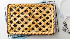 BLUEBERRY SLAB PIE - Serving a crowd? Treat your guests to this easy, delicious blueberry slab pie. Blueberry Slab Pie Recipe, Blueberry Recipes, Blueberry Crumble, Blueberry Cake, Pie Recipes, Dessert Recipes, Cooking Recipes, Fruit Recipes, Recipies