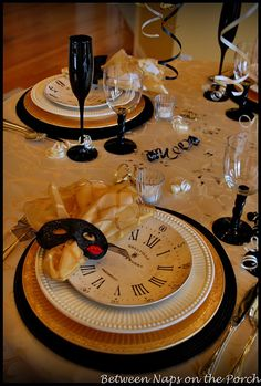 I love tablescapes. This looks like a FUN New Years eve. Cant wait to have a house to set a table like this in :) New Years Eve Table Setting, New Year Table, New Years Eve Day, New Years Party, Deco Nouvel An, Holiday Fun, Holiday Decor, Holiday Tablescape, Holiday Parties