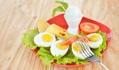 Boiled egg diet has been using several years for weight loss. A perfect boiled egg diet can be handy in your weight lose plan. Easy Healthy Breakfast, Diet Breakfast, Healthy Snacks, Healthy Eating, Boiled Egg Nutrition, Boiled Egg Diet Plan, Egg Diet Reviews, Boiled Egg Benefits, Junk Food