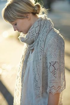 Celes is a lace stole with a traditional construction: a central lace panel is worked first and is finished by way of a knitted-on edging that frames the entire rectangle. The center panel is worked in two sections in order to achieve mirroring vertical motifs on both sides. Upon completion of center panel, both halves …