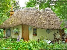 This quaint cob cottage in Deddington, England cost almost nothing to build, just £150 ($250). More at www.naturalhomes.org/michaels-cob-cottage.htm