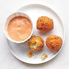 Comeback Sauce - similar to remoulade Stir together 1 c mayo, 1/4 c chilli sauce, 2 T ketchup, 1 T lemon juice, 1 t smoke paprika, 2 t worcestershire sauce, 1 t hot sauce, 1/2 t kosher salt, 1/2 t garlic powder, 1/2 t onion powder, 1/2 t dry mustard, 1/4 t black pepper.  Chill 30 minutes before serving.  Refrigerate for up to 1 week
