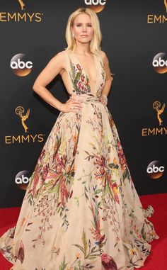 Kristen Bell 2016 Emmys... Gorgeous, imagine this in bridal tones. Always select fabric that fit your style.