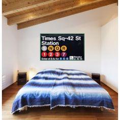 Envie de voyager ? Offrez vous ce #sticker #Metro #Time #Square, si réaliste que vous vous croirez en plein milieu des #rues de #New #York ! Parfait pour un #salon branché et #urbain.