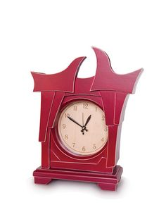 This clock reminds me of Alice in Wonderland, in a good way!