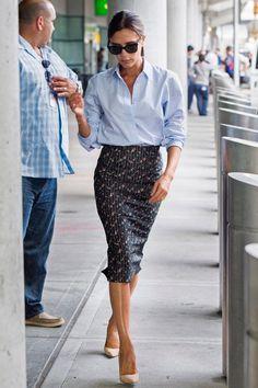 Victoria Beckham Goes Business Chic for a Flight, David Checks Out . Victoria Beckham Outfits, Mode Victoria Beckham, Victoria Beckham Fashion, Classy Outfits, Chic Outfits, Fashion Outfits, Office Outfits Women, Mode Outfits, Mode Chic
