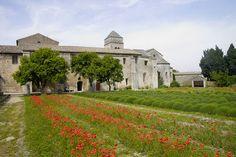 Monastère Saint-Paul de Mausole à Saint -Rémy de Provence. Bouches du Rhône.