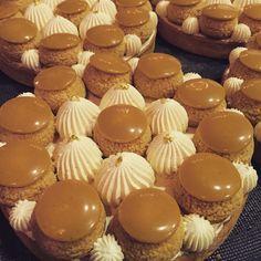 Yummy !! C'est le grand retour du St Ho Vanille Caramel 😋😋   3,50€ l'unité - 20€ 6/8 personnes  Commandes par mail ou téléphone : 📞 09.81.85.09.02 📬 contact@c-choux.fr  #choux #cchoux #patisserie #pastry #sthonore #vanille #caramel #instafood #cestlarentree St Honoré, Caramel, Desserts, Food, Vanilla, Sticky Toffee, Tailgate Desserts, Candy, Deserts