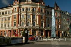 The Main Post Office building is an important milestone between the business and the spa district of Karlovy Vary. Prague, Culture, Post Office, Czech Republic, Maine, Places To Visit, Spa, Street View, Wellness