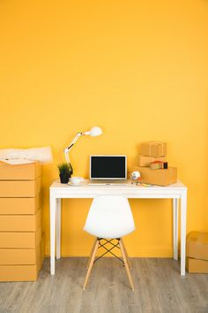 Business owner working at home office pa. Graphic Design Templates, Modern Graphic Design, Home Free, Free Photos, House Colors, Home Office, Print Design, Business, Room