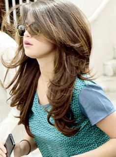 Long Layered Hairstyles for Round Faces Long Layered Hairstyles for Round Faces – Farbige Haare Haircuts For Long Hair With Layers, Long Layered Haircuts, Long Hair Cuts, Layered Hairstyles, Modern Haircuts, Thin Hair, Hair Cuts For Girls, Round Face Haircuts Medium, Long Layered Hair With Side Bangs