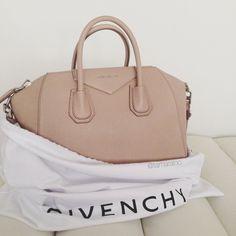 Givenchy antigona want it Backpack Purse, Purse Wallet, Beautiful Bags, Fashion Bags, Fashion Handbags, Trendy Handbags, Women's Fashion, Fashion Outfits, Leather Satchel