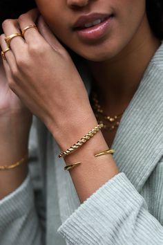 Pin on Acessories Jewelry Trends, Jewelry Accessories, Fashion Accessories, Fashion Jewelry, Women Jewelry, Jewelry Model, Photo Jewelry, Fine Jewelry, Jewelry Shop