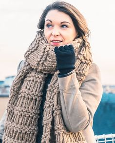 Modèle l'Echarpe XL - Modèles Femme • Phildar Pull Crochet, Couture, Knitting, Patron Crochet, Blog, Style, Fashion, Shawl, Wraps