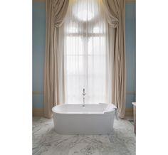 La suite Sir John Betjeman http://www.vogue.fr/voyages/hot-spots/diaporama/le-rennaissance-st-pancras-reinvente-l-hotel-de-gare-en-version-ultra-luxe/20457/image/1083615#!5