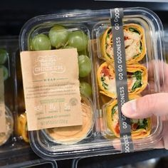 Lunch prep ideas: can make your own and save money! Starbucks New Bistro Box Starbucks Bistro Box, Starbucks Lunch, Starbucks Recipes, Salad Packaging, Food Packaging Design, Coffee Packaging, Bottle Packaging, Food To Go, Food And Drink