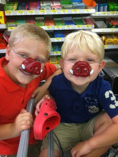 Check out these Razorback fans! Oh it Dawson & Cooper! So sweet!
