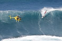 Legendary windsurfers Jason and Robby take on the monster waves in Maui. Snowboard, Skate, Sup Surf, Big Challenge, Water Photography, Windsurfing, Big Waves, Camping With Kids, Paddle Boarding