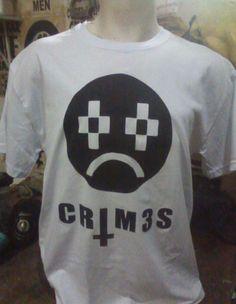 """CRIM3S R$ 30,00 + frete Todas as cores Personalizamos e estampamos a sua ideia: imagem, frase ou logo preferido. Arte final. Telas sob encomenda. Estampas de/em camisas masculinas e femininas (e outros materiais). Fornecemos as camisas ou estampamos a sua própria. Envie a sua ideia ou escolha uma das """"nossas"""".... Blog: http://knupsilk.blogspot.com.br/ Pagina facebook: https://www.facebook.com/pages/KnupSilk-EstampariaSerigrafia/827832813899935?pnref=lhc https://twitter.com/KnupSilk"""