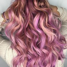 Pink Love. @mandys_art styled with our 32mm styling wand. Shop this size in our 5in1 or single Gold/Rose Gold collection. DOUBLEtap if you're feeln' this. Shop any of our 3 stores: www.bombayhair.com www.bombayhair.ca www.bombayhair.co.uk