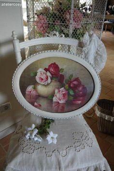 Tableau ancien décor bouquet de roses dans un cadre patiné Brocante de charme atelier cosy.fr